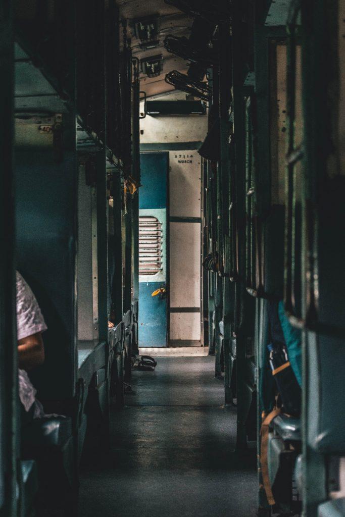 Cómo comprar boletos de tren en India ?